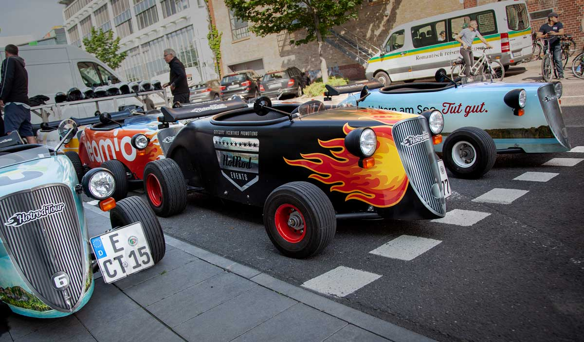 Explore attractions with the mini Hotrods in Frankfurt